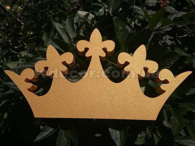 Корона из экструдированного пенополистирола с покраской в золотой цвет. Размеры - 50*25*3 см.