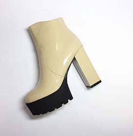 Женский ботинок (каблук)