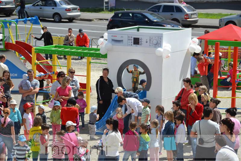 Детская площадка в стиле техники Bosch