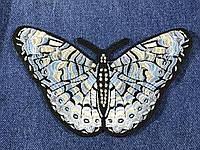 Нашивка бабочка серая с бежевым цветом 120х96 мм
