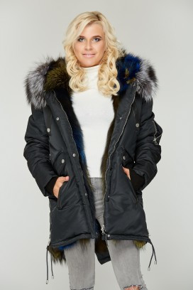 Зимняя черная куртка-парка с натуральным мехом чернобурки