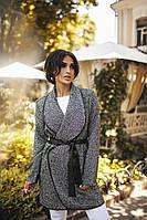 Демисезонное пальто со значком Шаннель
