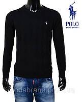Молодежный свитер черного цвета.
