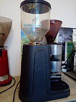 Профессиональная кофемолка в хорошем состоянии с гарантией