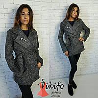 Теплое осенне пальто с поясом на подкладке