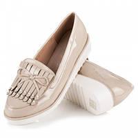 Женские модные удобные бежевые туфли на танкетке, лоферы эко-лак Vices