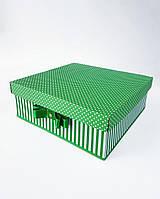Большая квадратная подарочная коробка ручной работы салатового цвета в белый горошек и полоску