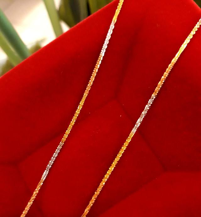 Золотая цепочка Акс из красного, желтого и белого золота фото 1