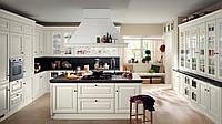 Белая классическая кухня с рамочными фасадами