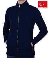 Теплый мужской свитер большого размера.