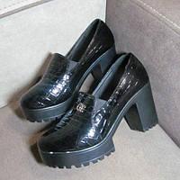 Практичные туфли на каблуке