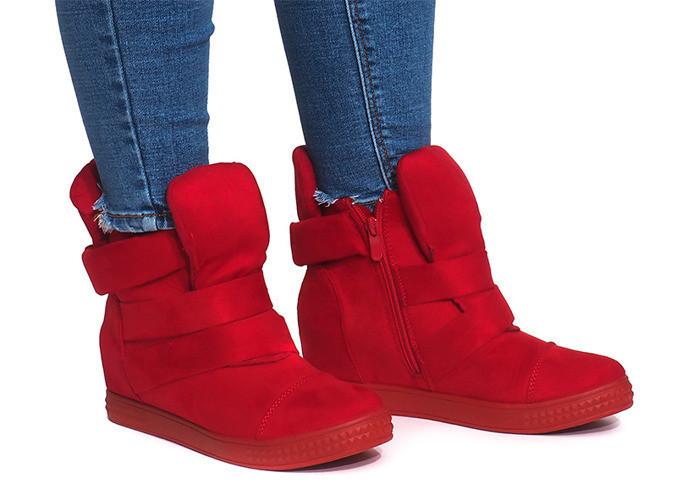 Женские сникерсы, кроссовки красного цвета на каждый день