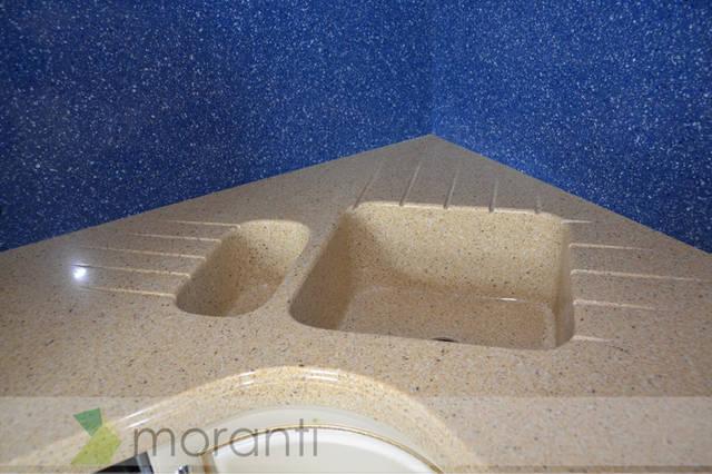 Пример установки сразу двух моек из камня в цвет столешницы.