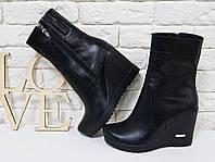 Ботинки на высокой танкетке из натуральной кожи черного цвета, М-84