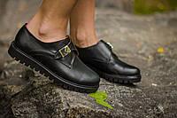 Туфли-монки из натуральной кожи черного цвета с металлической пряжкой на низком ходу на черной подошве коллекция осень-зима 2016-2017, Т-16611