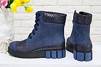 """Ботинки из итальянской натуральной матовой кожи синего цвета со вставками кожи 3-D с текстурой """"чешуя"""" на шнурках на устойчивой подошве черного и"""