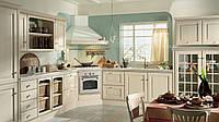 Классическая кухня в светлых тонах с рамочными фасадами