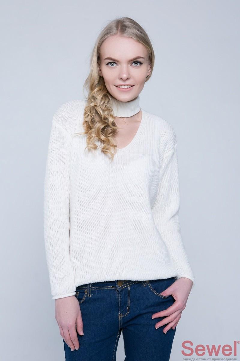 Белый женский вязаный свитер