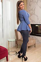 """Комбинированный женский брючный костюм """"Tinora"""" с баской (большие размеры), фото 2"""