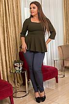 """Комбинированный женский брючный костюм """"Tinora"""" с баской (большие размеры), фото 3"""