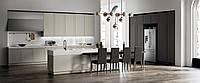 Комбинированная кухня с рамочными фасадами и функцией push-to-open