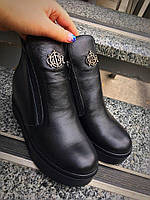 Кожаные демисезонные ботинки на танкетке
