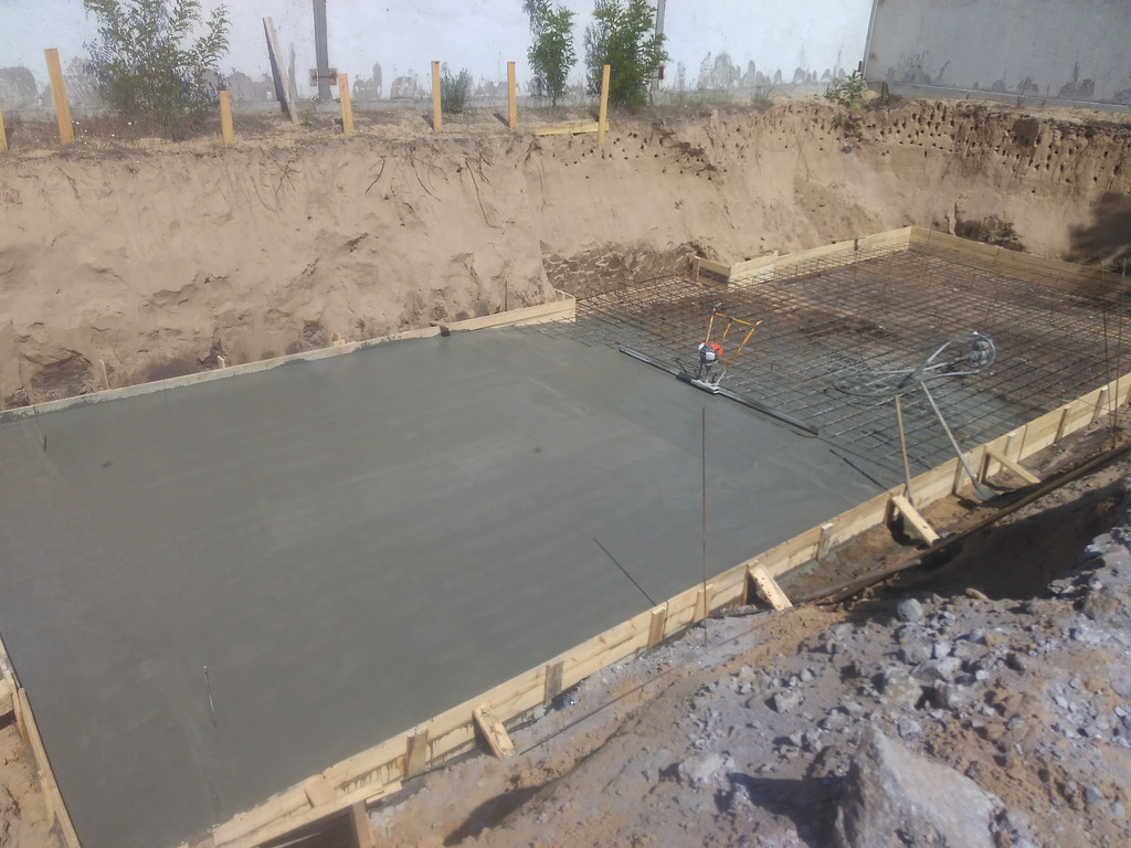 Плитный фундамент под небольшое строение