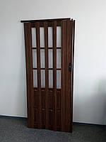 Межкомнатная дверь гармошка 860х2030х12мм полу остекленные  дуб темный 7036, фото 1