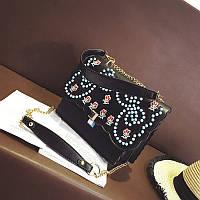 Стильная женская сумка на плечо FENDI Kan I черного цвета с вышивкой