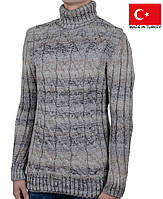 Теплый зимний свитер под горло.