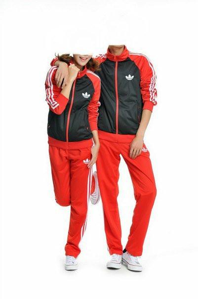 Спортивный костюм Adidas, черное туловище, красные рукава, красные штаны,с лампасами R214