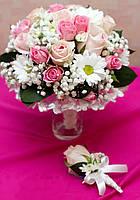 Роза кустовая + хризантема в свадебном букете