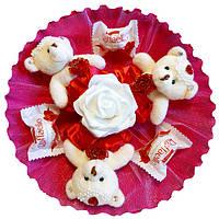 Букет из мягких игрушек Мишки с конфетами Raffaello красно белый