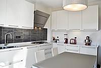 Малогабаритная белая кухня из ДСП