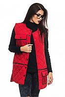 Красная женская стеганная удлиненная жилетка-парка с карманами. Арт-2366/61
