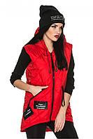 Красная женская стеганная удлиненная жилетка-парка с капюшоном. Арт-2367/61