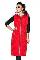 Красная женская стильная длинная жилетка-безрукавка с капюшоном. Арт-2368/61