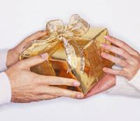 Что лучше дарить- деньги или подарок?