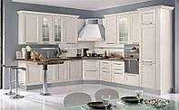 Классическая светлая угловая кухня с фрезерованными МДФ фасадами