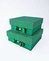 Маленькие квадратные подарочные коробки ручной работы зелёного цвета в белый горошек