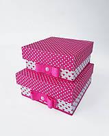 Маленькие квадратные подарочные коробки ручной работы бело розового цвета в горошек и сердечки