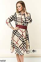Элегантное платье приталенного силуэта с клешеной юбкой.