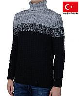 Теплый зимний свитер с высокой горловиной.