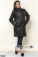 Оригинальное пальто с карманами по бокам, декорированная металлическими цепями золотого цвета.