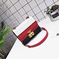 Модная женская небольшая сумка на плечо красного цвета