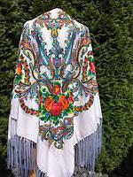 Хустина біла з орнаментом та квітами в етнічному стилі 150*150
