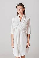 Платье на запах белого цвета с рукавом