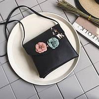 Женская черная сумочка в стиле Chanel с цветами