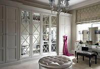 Распашной шкаф Классика с зеркальными фасадами