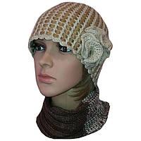 """Вязаная женская шапка """"Цветок"""", бежевого цвета c элементами кожи"""